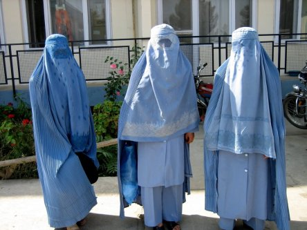 https://jarbas.files.wordpress.com/2009/11/burqa.jpg?w=444